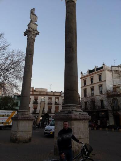 Las Columnas de Hércules, Sevilla