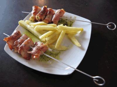 Tapas: Pinchos de langostino con beicon
